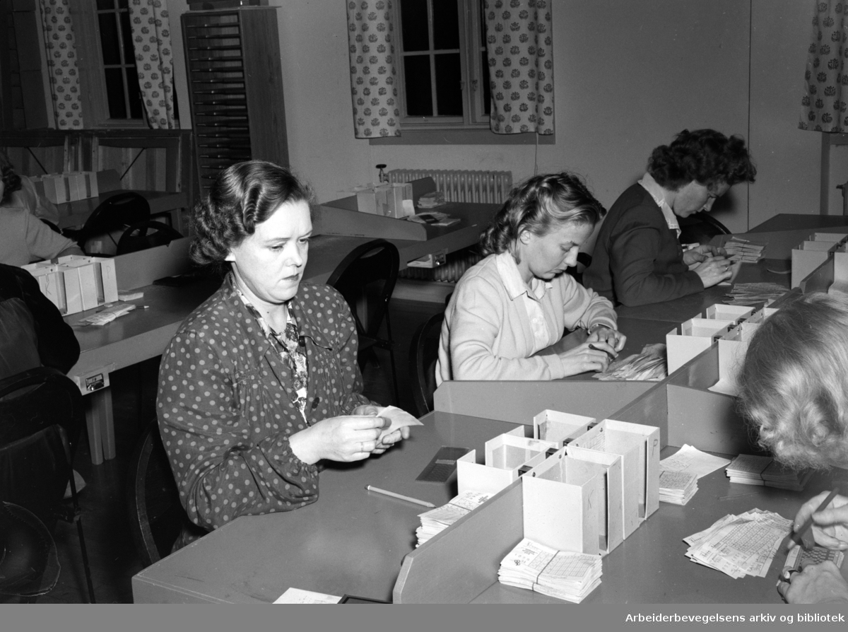 Norsk Tipping A/S. Fra kontrollsalen. Oktober 1949