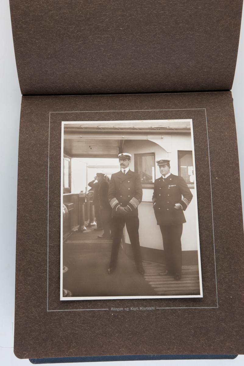 Fotoalbum med fotografier fra S/S Kristianiafjords første tur fra Kristiania til Bergen i 1913. Fotografert og utgitt av Anders Beer Wilse.