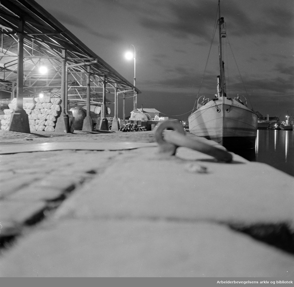 Nattbilder. Havna. Juni 1950..