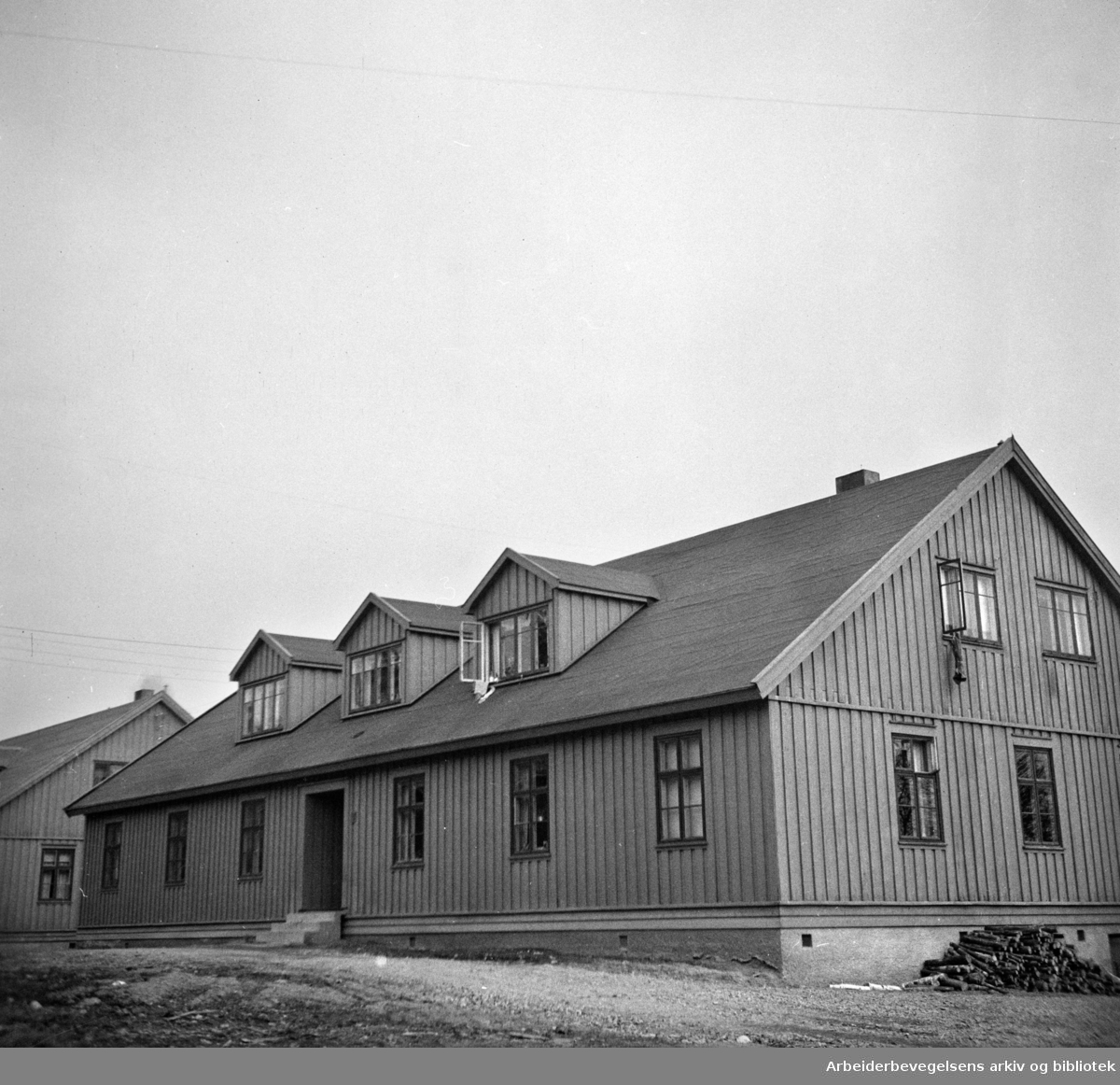Maridalsveien: Nydalens Compagnis rekkehus. Mars 1949