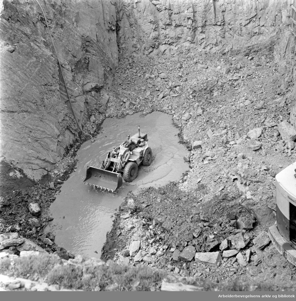 Hovin. Søppelforbrenningsanlegg. Grunnarbeidene med anlegget. Juli 1965