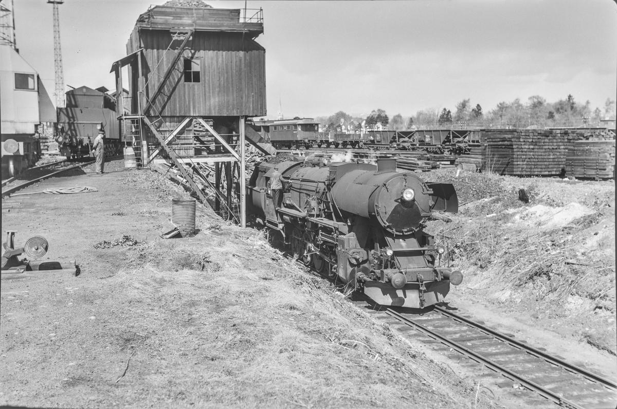 Damplokomotiv type 63a nr. 5860 ved kulldepotet på Marienborg.