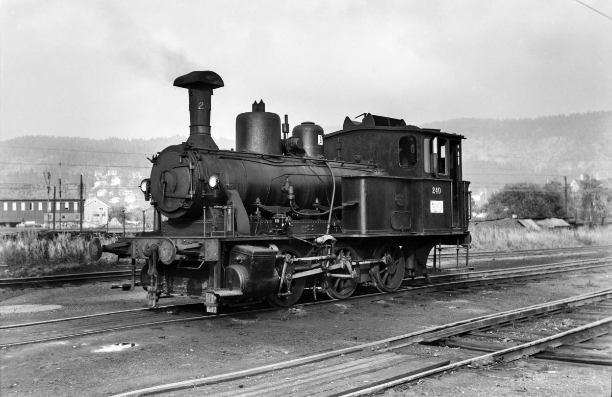 Damplokomotiv type 25a nr. 240 i skiftetjeneste på Sundland ved Drammen.