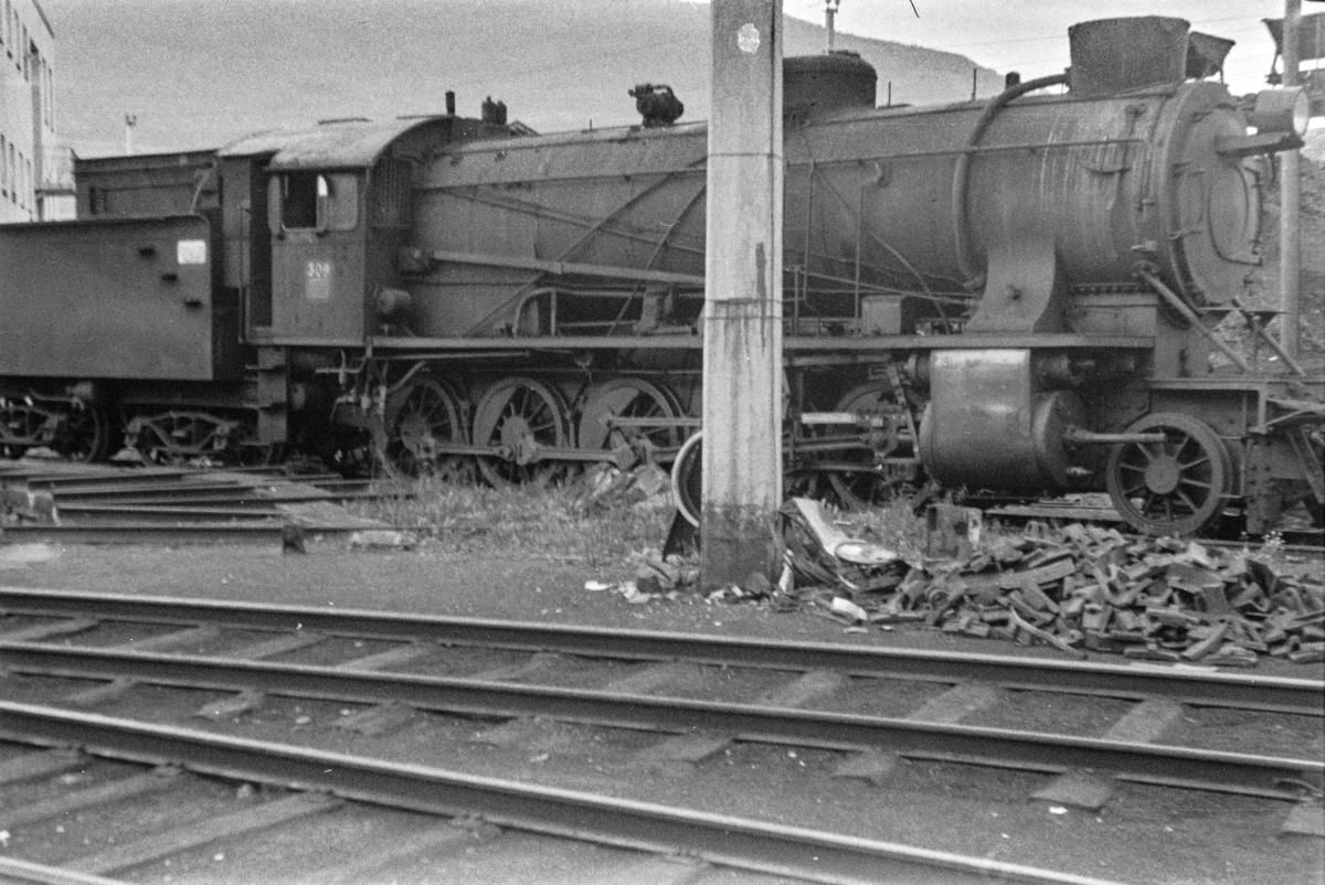Utrangert damplokomotiv type 39a nr. 309 på Voss stasjon.