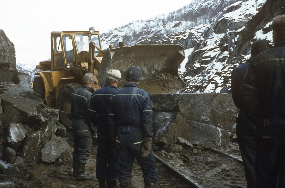 Anleggsarbeid langs Sulitjelmabanen. Banen ble nedlagt og erstattet av bilvei i 1972.