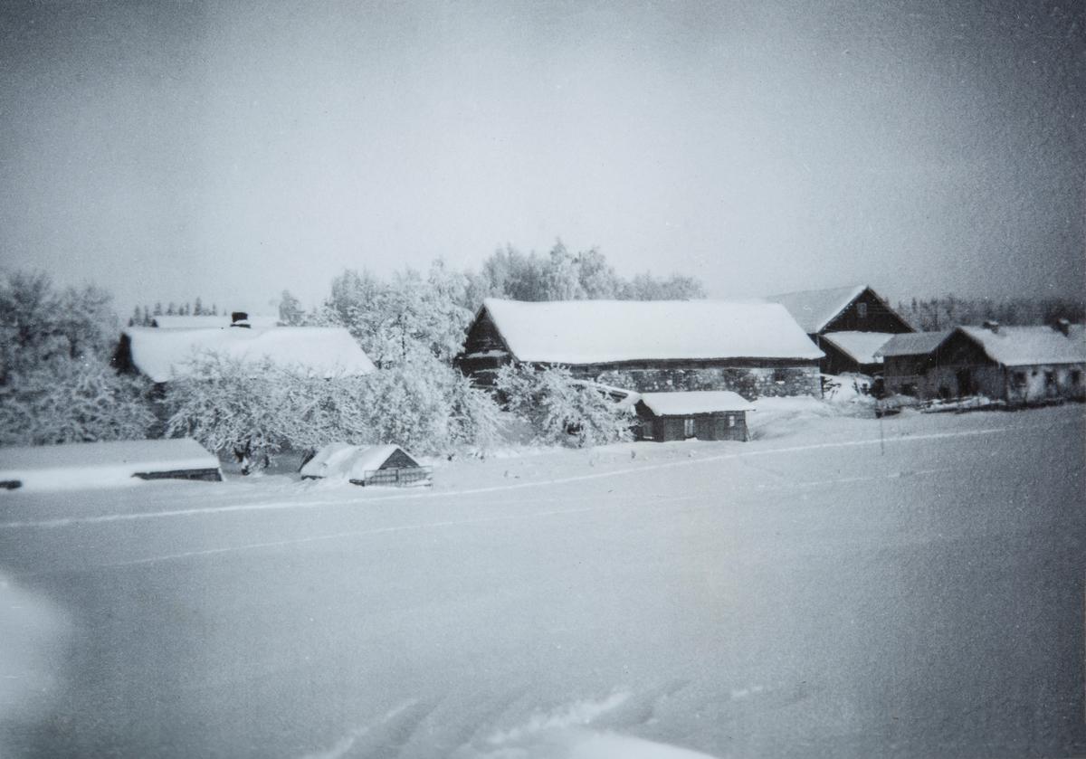 Oversikt over Kjøs, 81/1. Vinter, snø, 1930-åra.