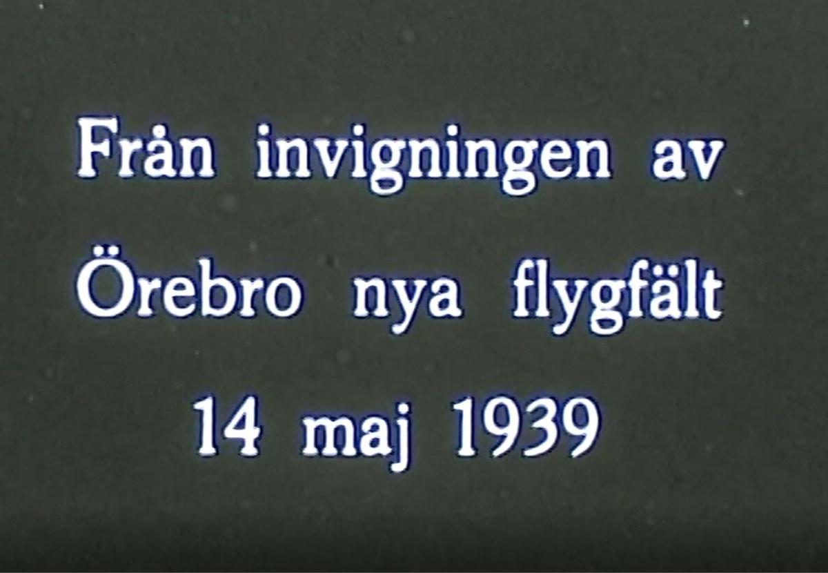 Invigning av Örebro flygfält 14 maj 1939  B 3-or (Junkers JU 86) från F1 i Västerås och J 8 (Gloster Gladiator) från F 8 i Barkarby dominerade luftrummet. Ett glidflygplan där föraren sitter öppet på en mede vinschas upp. På marken, bakom några bilar, skymtar också en Junkers F 13, Sveriges första trafikflygplan.