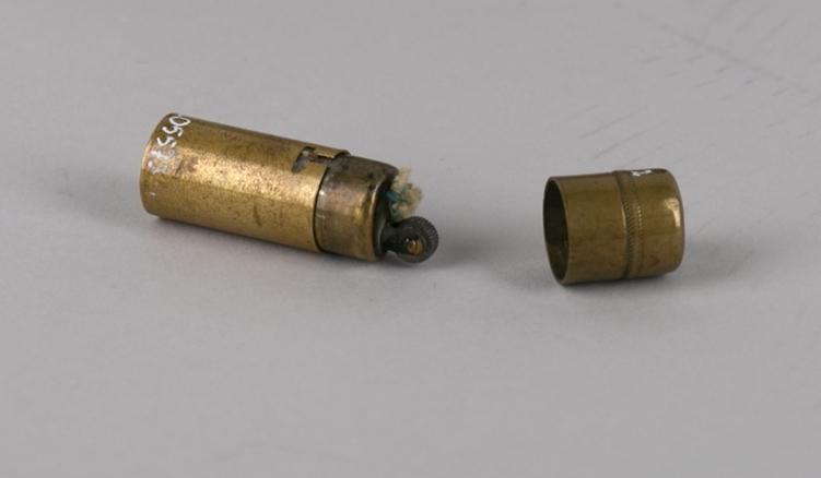 Sigarettenner. Lighter laget av en patron fra Orlikonkanon fra 2. verdenskrig.