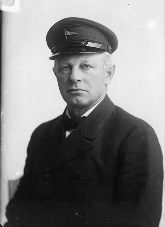 Brystportrett av kommandør Gabriel Kielland (f. 26.08.1864), kaptein på skoleskipet STATSRAAD LEHMKUHL 1924-1934.