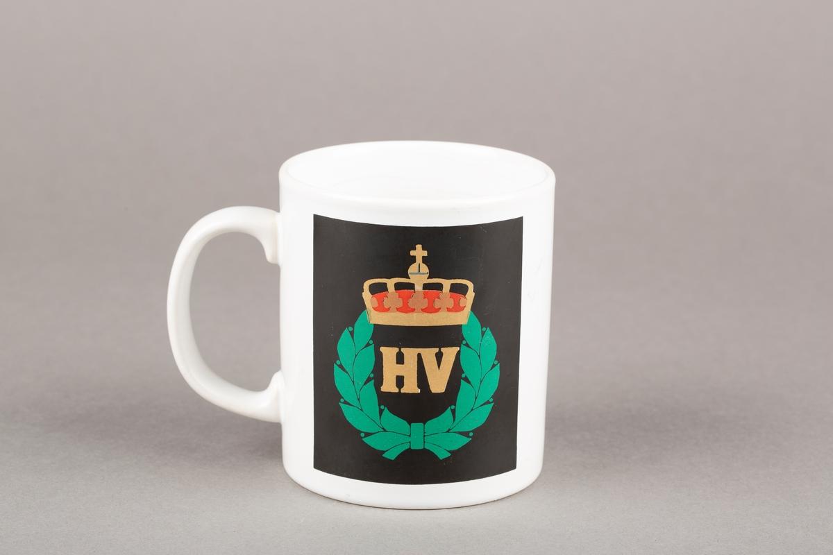 Krus med hank. Heimevernets logo, laubærkrans, riksvåpenet, krone.