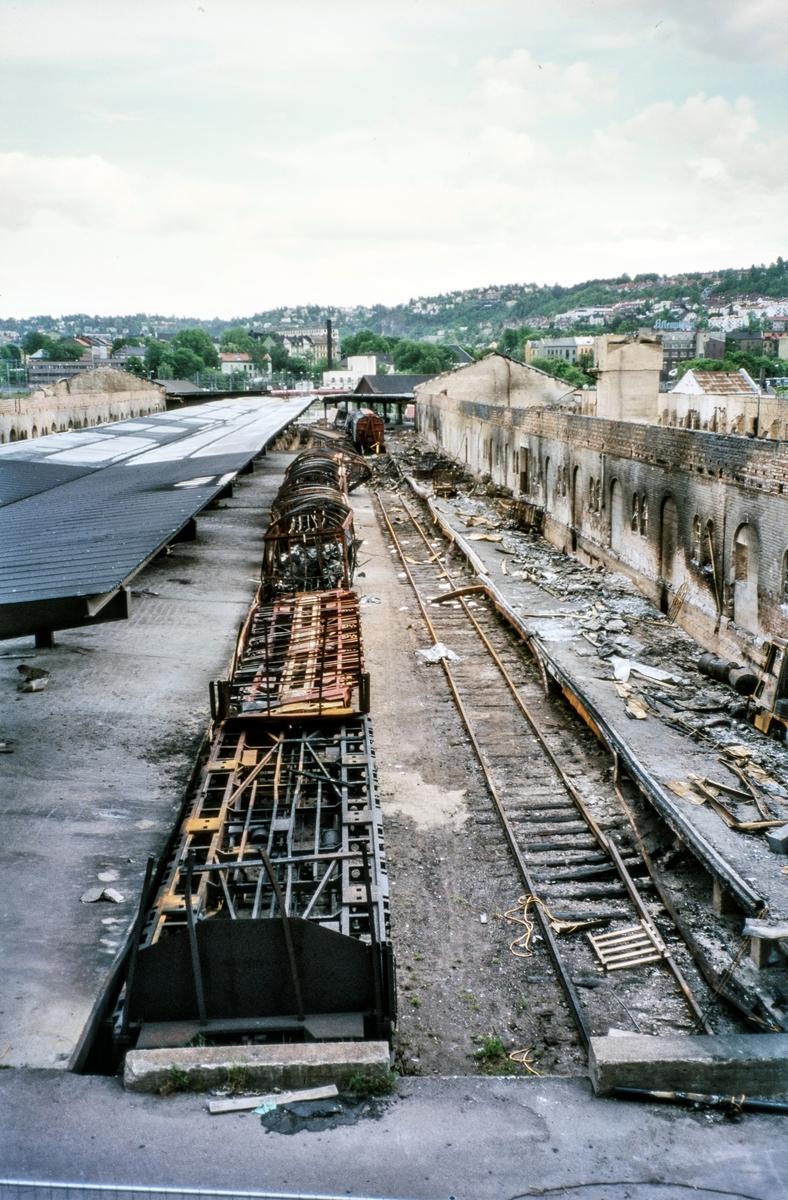 Ruinene av pakkhuset på Oslo S etter brannen 24. februar 2003