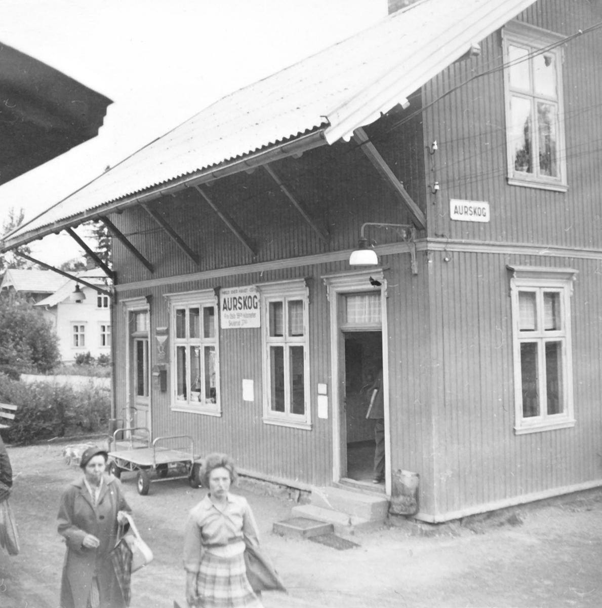 Aurskog stasjon, sett fra et av de siste ordinære tog på Aurskog-Hølandbanen