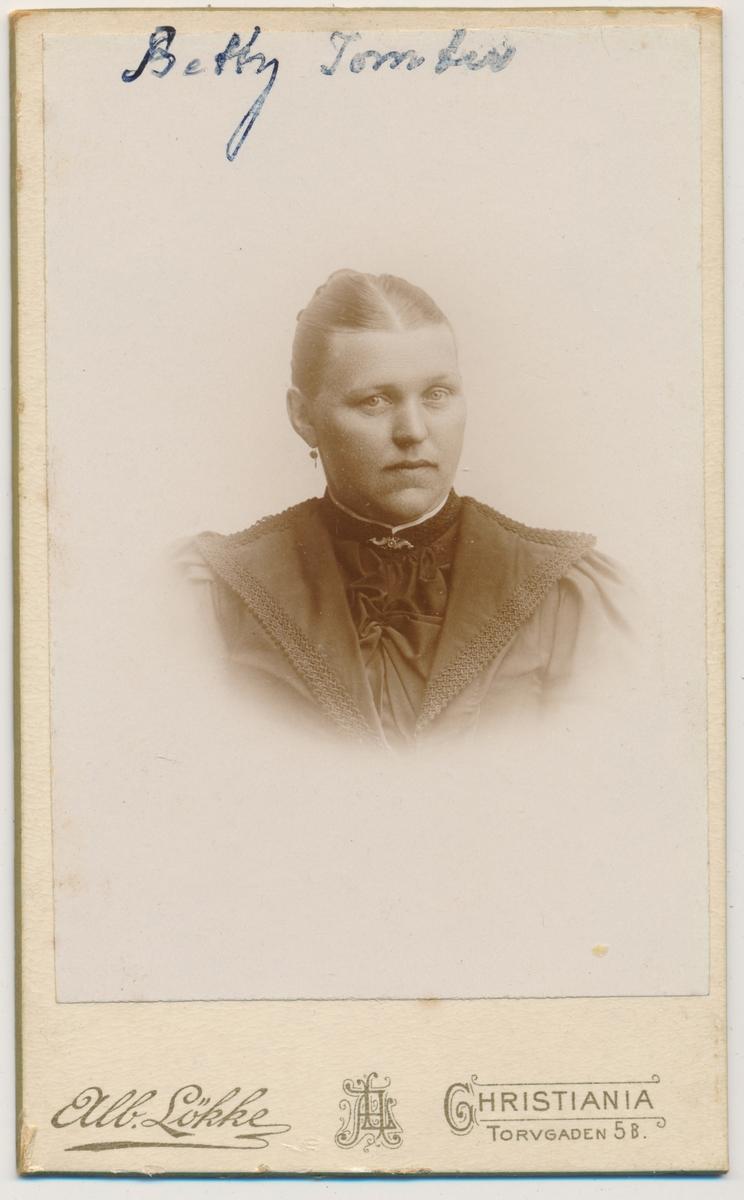 Portrett av Betty Tomter
