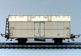 Modell i skala 1:87 av vit kylvagn Nr: 31785. Försedd med Wentzell-koppel.  Modell/Fabrikat/typ: Ho