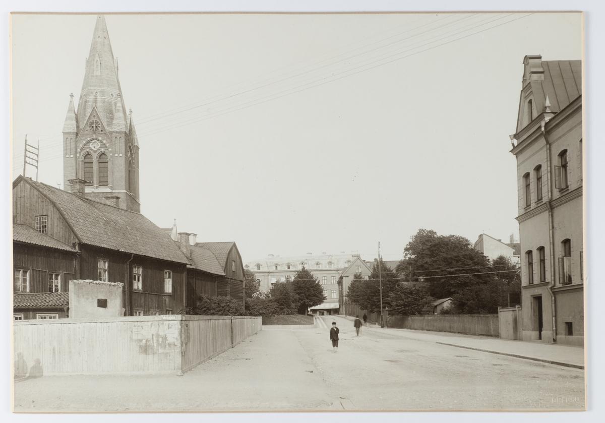 Nikolaigatan mot öster från Fabriksgatan. År 1903.