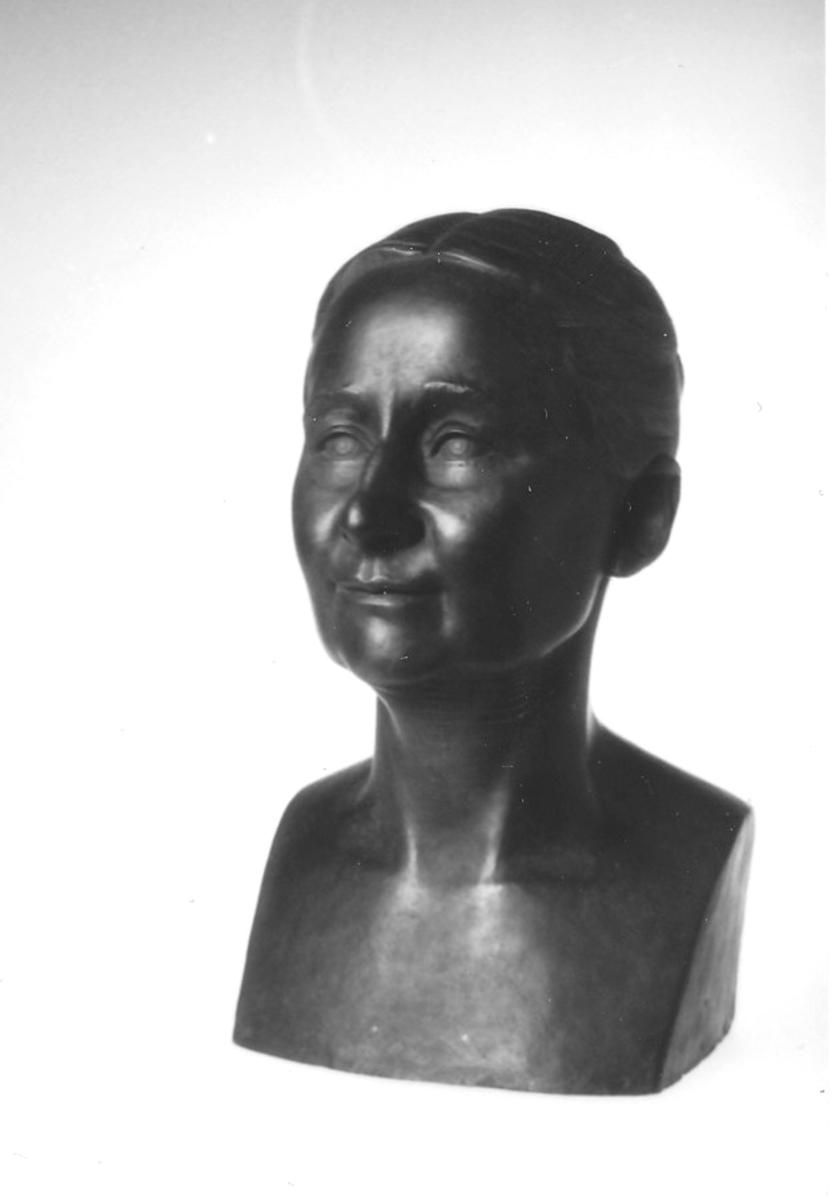 Tilla Valstad, frontal, smilende