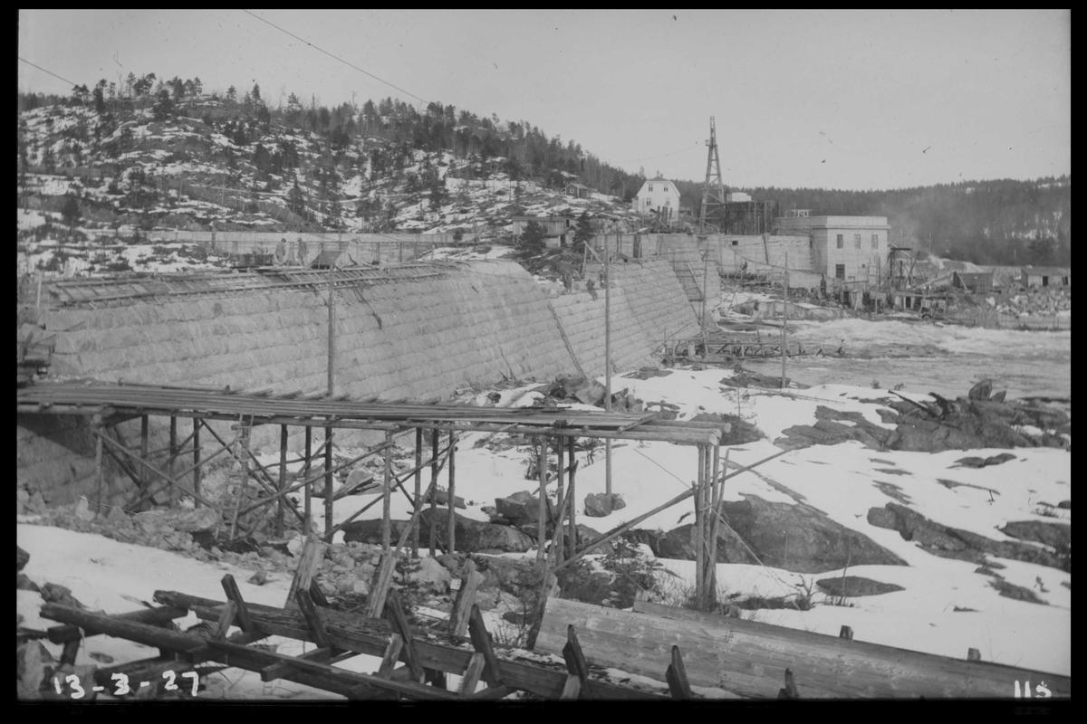 Arendal Fossekompani i begynnelsen av 1900-tallet CD merket 0468, Bilde: 5 Sted: Flaten Beskrivelse: Bygging nesten ferdig. Kraftstasjon og bolig i bakgrunnen