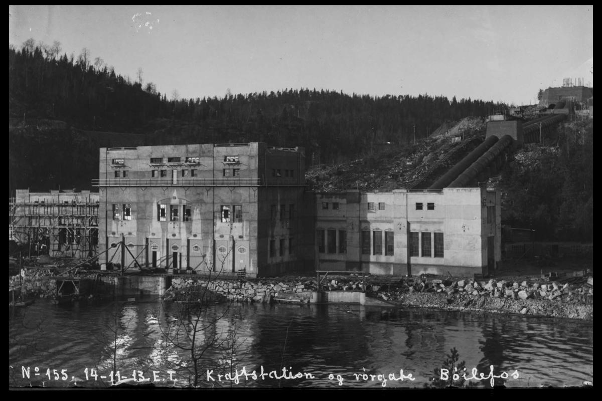 Arendal Fossekompani i begynnelsen av 1900-tallet CD merket 0470, Bilde: 34 Sted: Bøylefoss Beskrivelse: Kraftstasjonen sett fra Fossberg