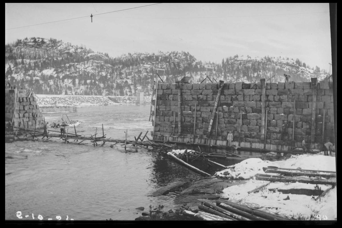 Arendal Fossekompani i begynnelsen av 1900-tallet CD merket 0470, Bilde: 75 Sted: Flaten Beskrivelse: Dammbygging