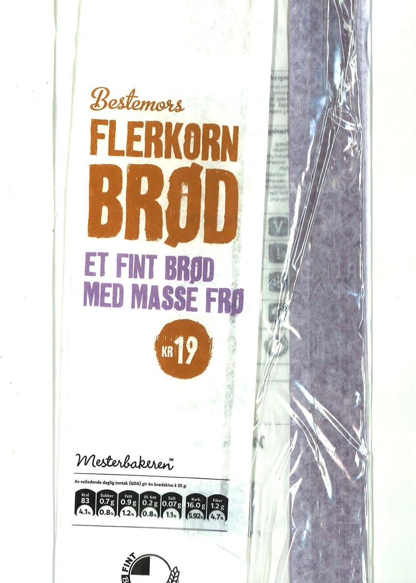 """Det er intet motiv på brødposen. Brødets navn """"Bestemors Flerkorn Brød"""" står på posens forside."""