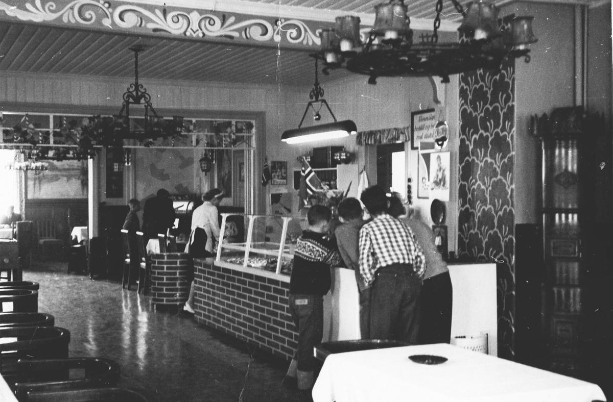 Åsheim cafè og restaurant, populært kalt Texas. Ineriør