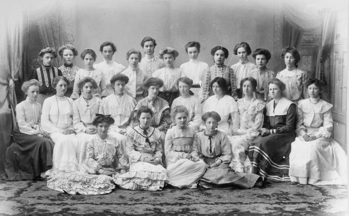 Kvinnelige middelskoleelever