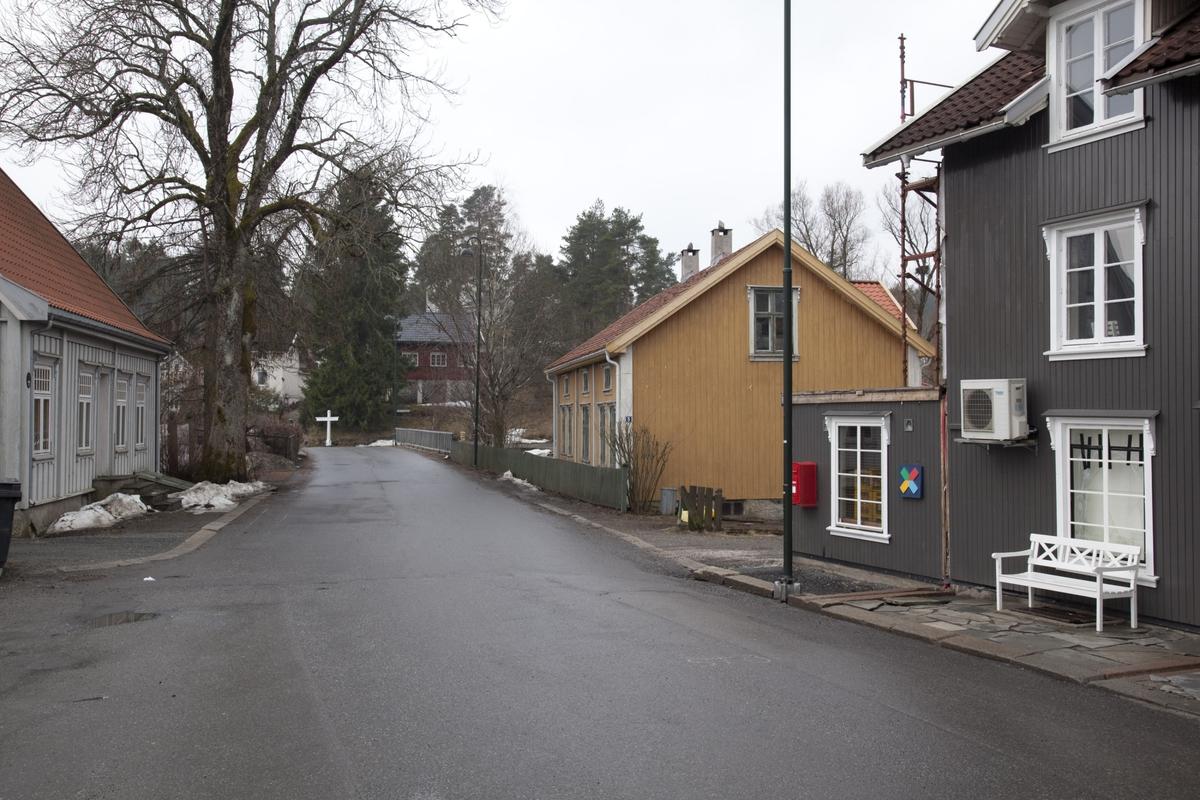 HØLEN, DEN FREDRIKSHALDSKE KONGEVEI