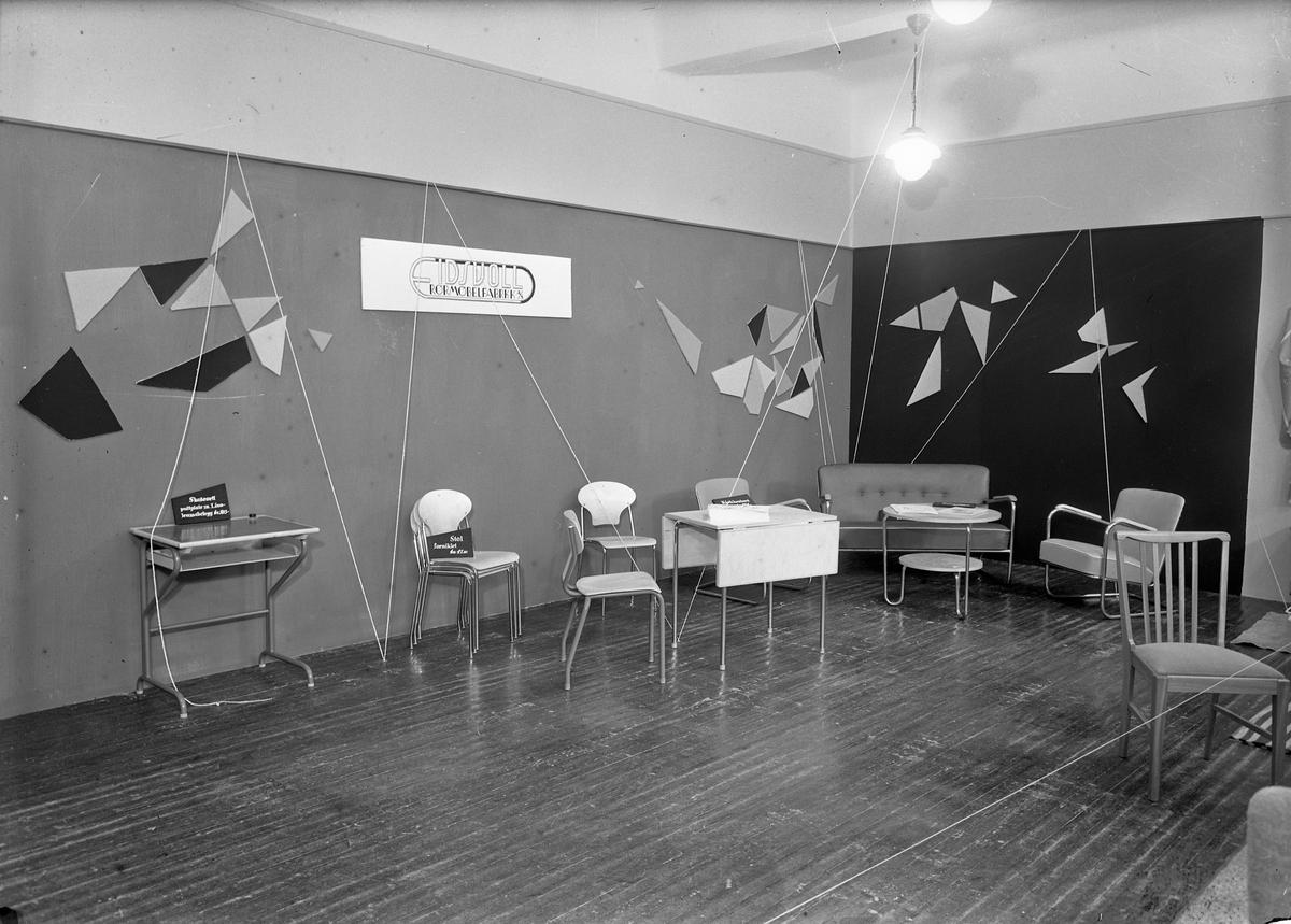 Fra Eidsvoll Bygdeutstilling i 1955.  Stand for Eidsvoll Rørmøbelfabrikk.