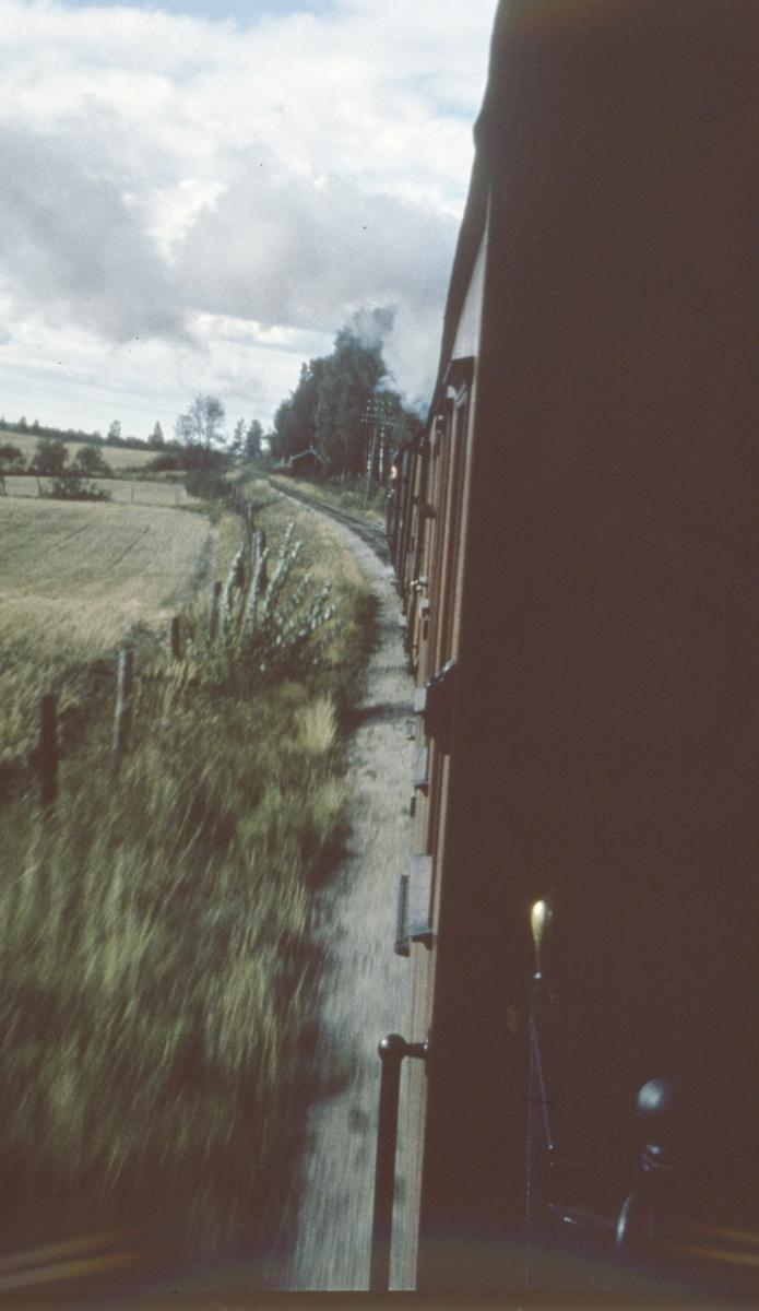 Tog 2051 til Skulerud underveis fra Bjørkelangen til Hornåseng