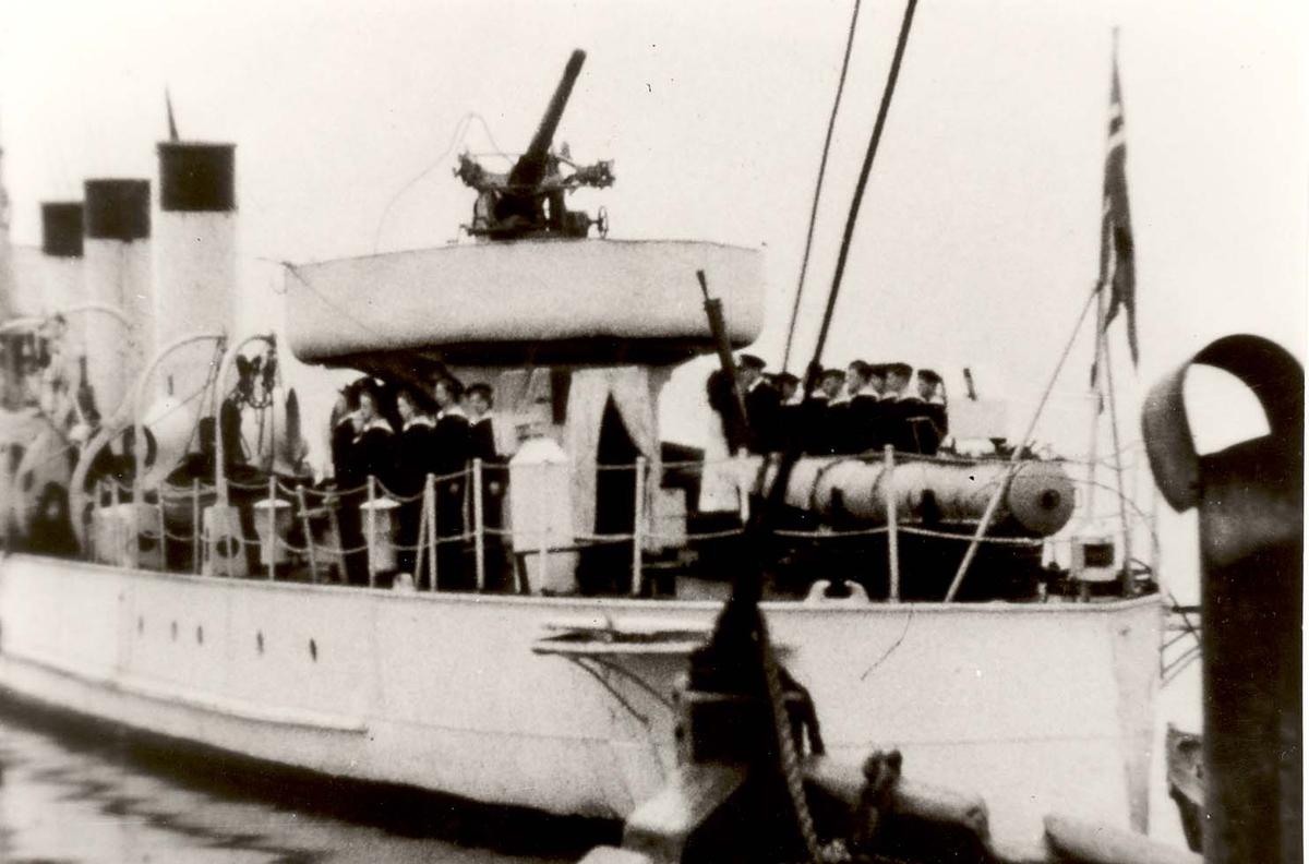Motiv: Marinens Kvinnekorps 1942-1945 Ombord i Jageren DRAUG