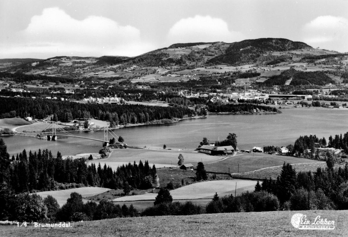 Utsikt mot  Brumunddal fra Bureiservegen, Veldre, i forgrunn er Framnesbrua og Kvarbergvika.