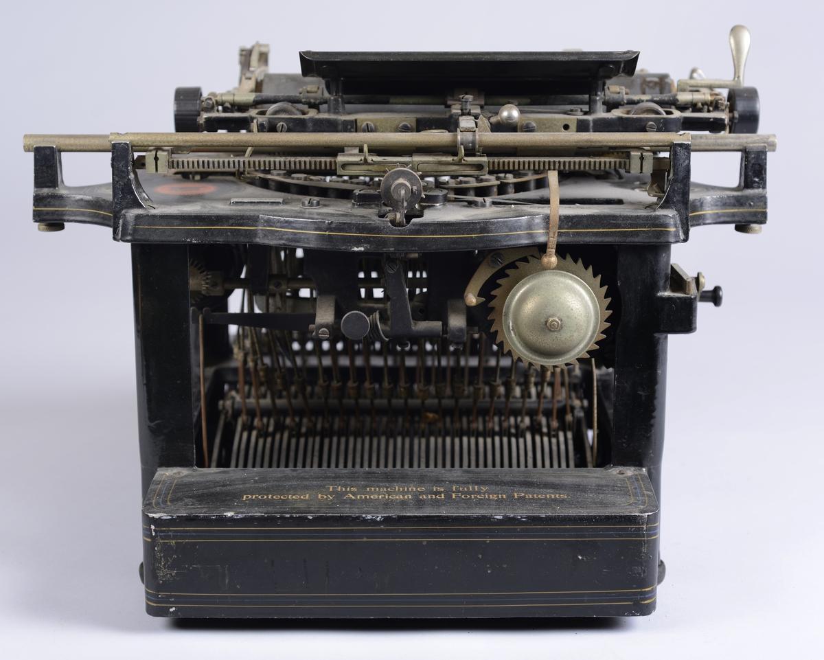 Skrivemaskin av merket Remington fra ca. 1910.