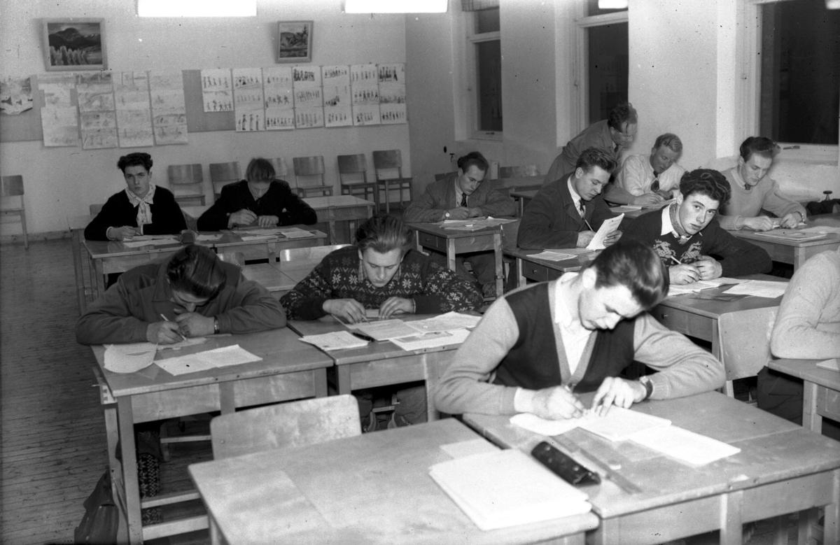 Elever i klasserom