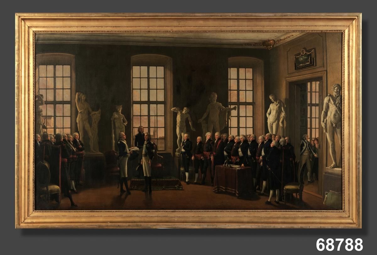 Kungen och hans hov besöker interiör med statyer. Högreståndsmiljö med stora fönster.