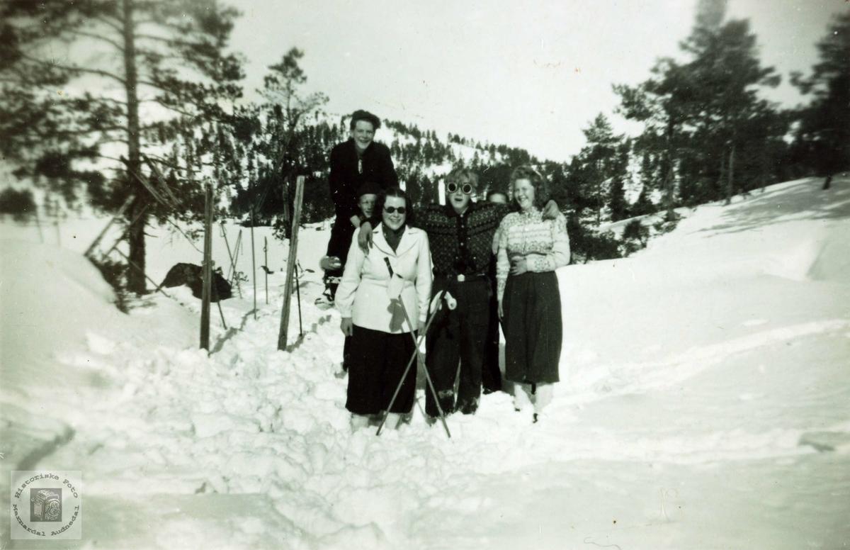 Ungdommer fra Håland på skitur. Grindheim Audnedal.