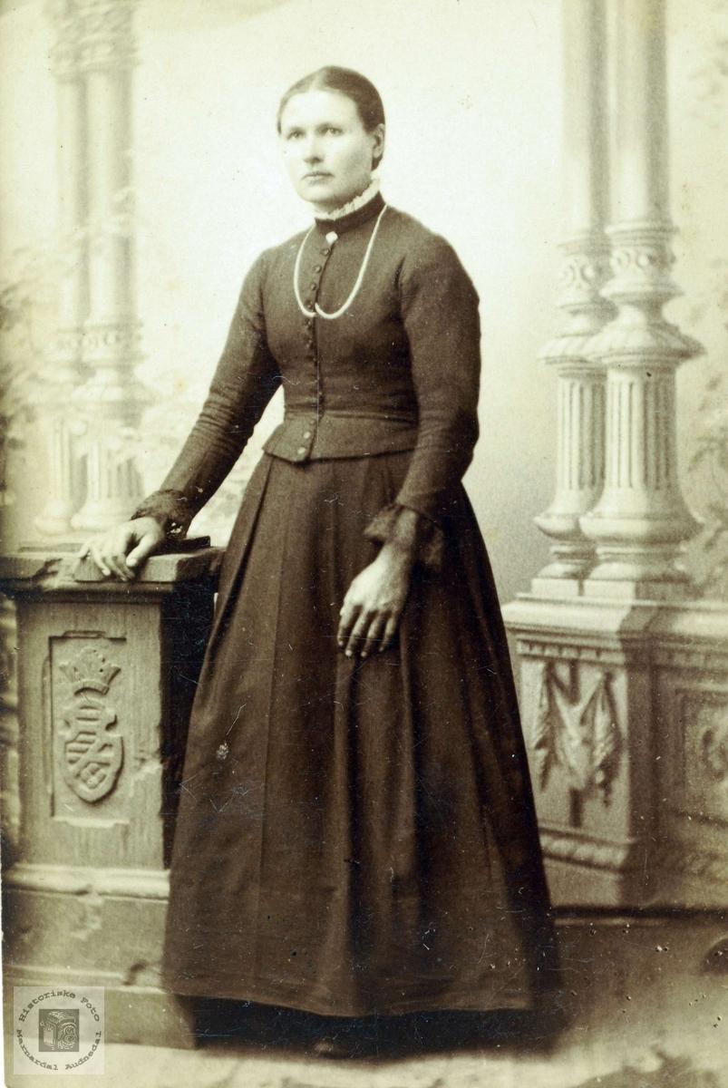 Portrett av dame fra Flottorp. Grindheim Audnedal.
