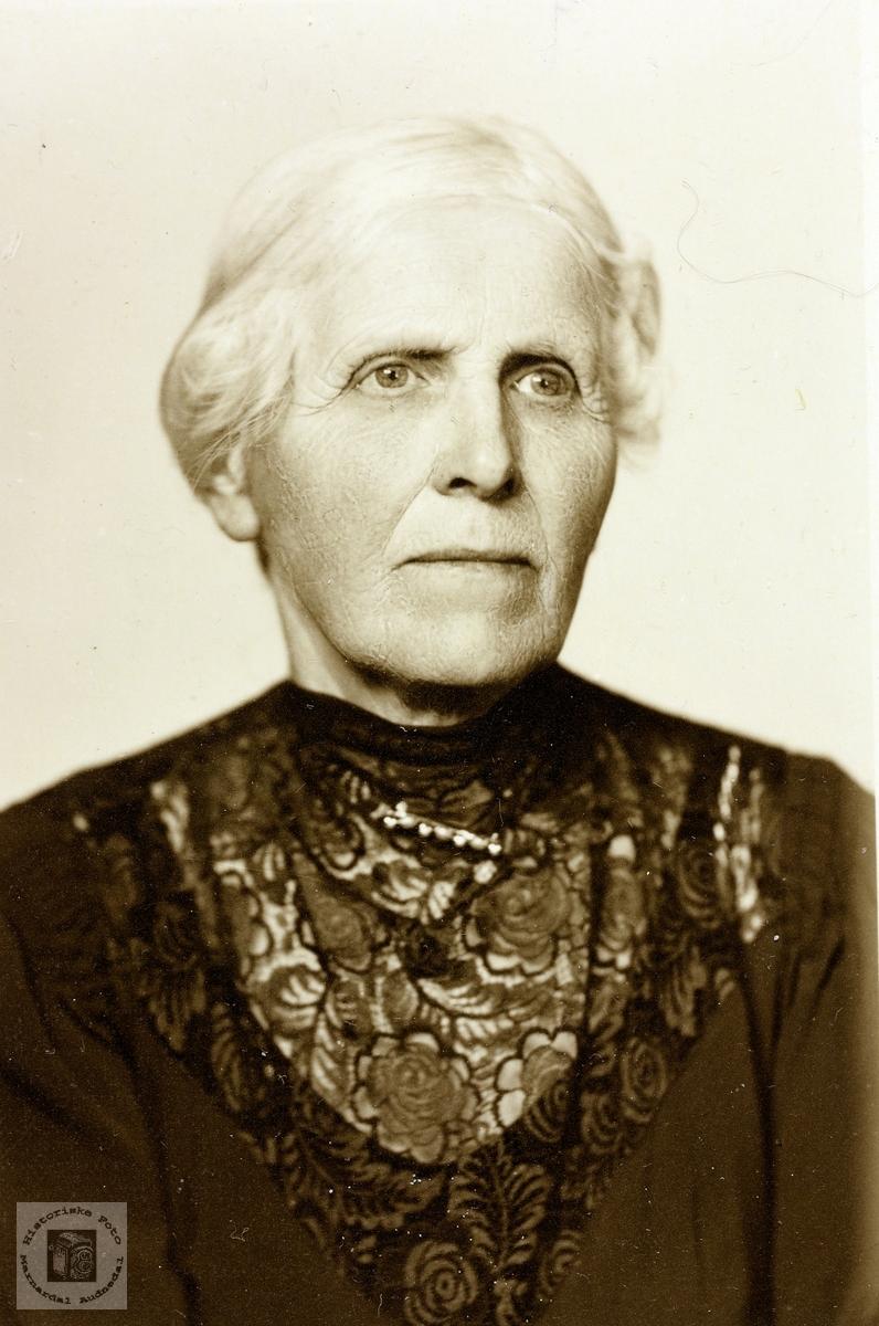 Portrett av Anna Foss. Bjelland.
