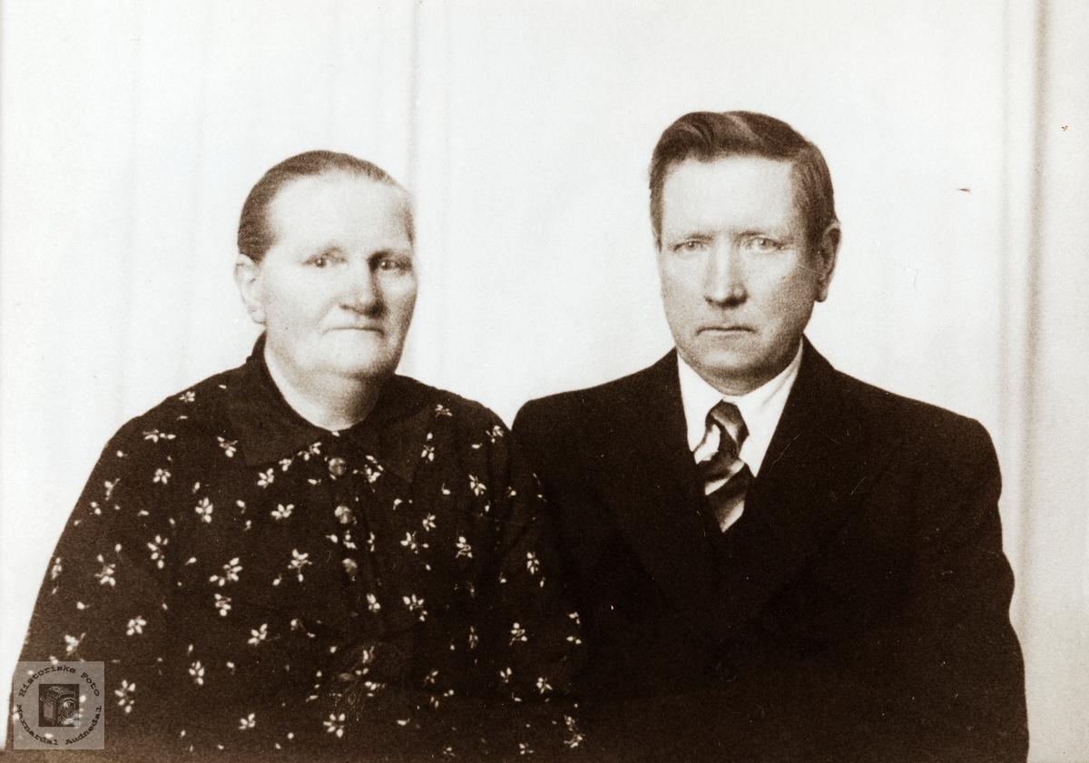 Portrett av Regine og Knut Valand. Konsmo.