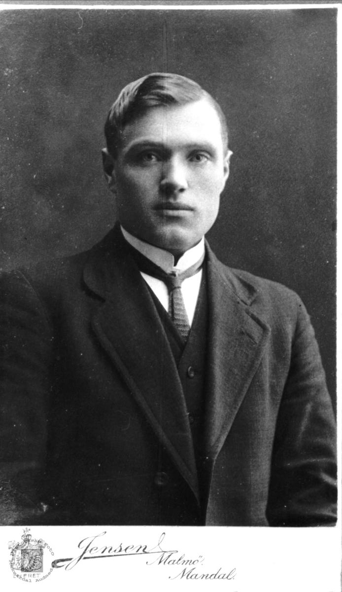 Portrett av Olav Lauvdal, Laudal.