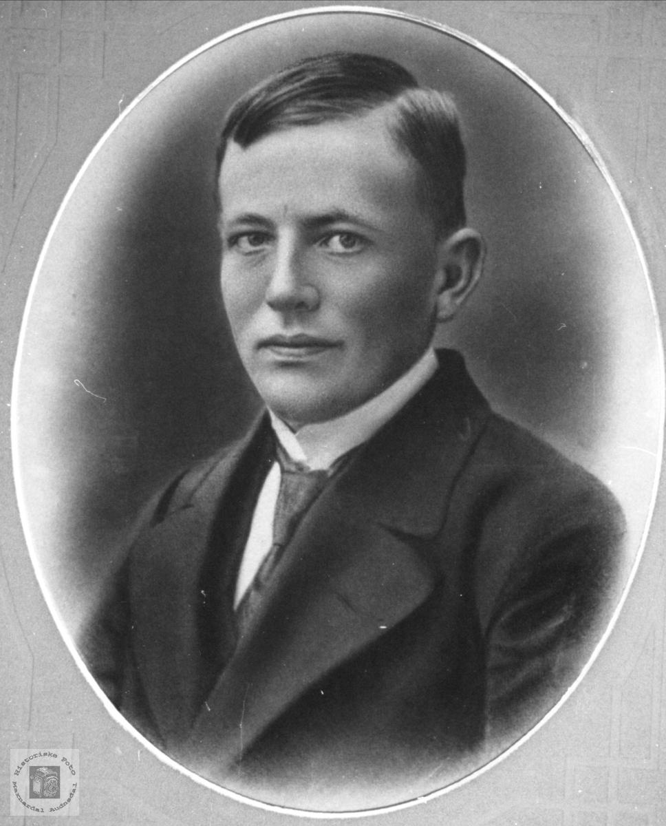 Portrett av Gustav Vigemyr, Øyslebø.