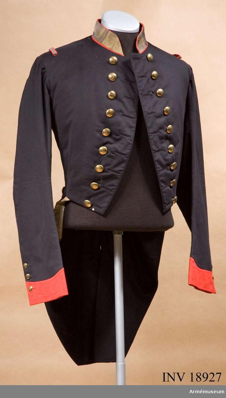 Grupp C I. Ur uniform för löjtnant vid 2:dra regementet av Schweizer Infanteriet, konungariket Neapel och Sicilierna 1850-talet. Buren av greve Pierre de Gendre, född i Fribourg, Schweiz år 1835 och död i Frankrike 1893.