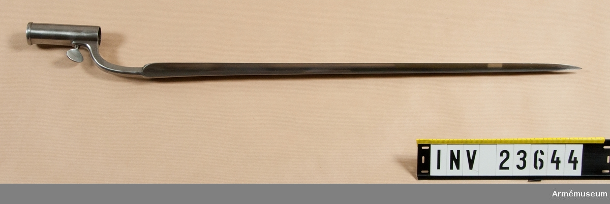 Samhörande nr är: 23643-4 gevär, bajonett.