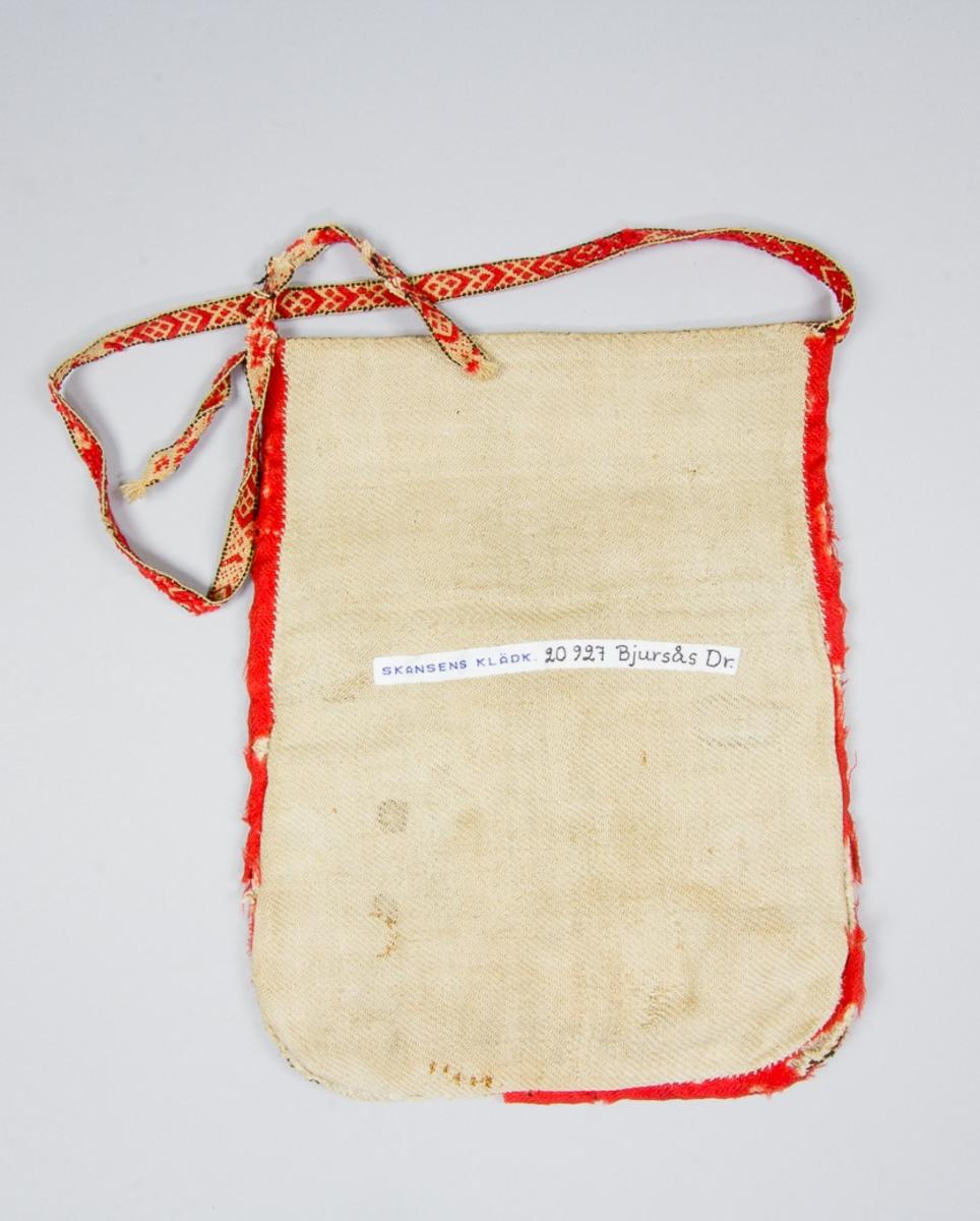 """Kjolsäck till dräkt för kvinna från Bjursås socken, Dalarna. Modell med avskuret framstycke. Tillverkad med fram- och överstycke av svart ylletyg, kläde, nu blekt. Framstycket broderat med rött ullgarn och silkegarn i vitt, blått och gult: kedjesöm, sticksöm, bottensöm och stjälksöm. Centralt placerad stjärnblomma med """"palmblad"""" ovanför, på sidorna tre andra blomornament. Konturerna sydda med ullgarnet och fyllningen samt mellanmotiv med silket. Kantat runtom med rött fabriksvävt band av ull. Framstycket fodrat med fabriksvävt bomullstyg i kypert. Bakstycke av troligen handvävt linnetyg, kypert. Rest av midjeband, handvävt med plockat mönster i rött ullgarn på vit botten av bomull."""