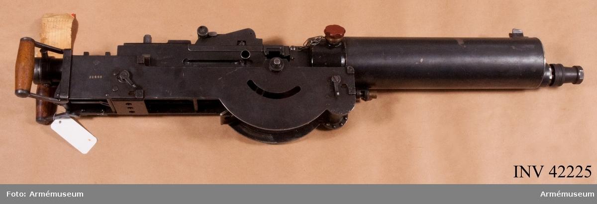 Grupp E IV.  Kulsprutans vikt med kylvatten: 26 kg, tom: 23 kg. Mekanisk eldhastighet 10-12 skott per sekund. Största skottvidd 5500 m med 8 mm pipa, med 6,5 mm pipa 4500 m. Patroner i bandet: 250 st.Till kulsprutan finns lavett, bandlådehållare, två bärhandtag, riktmärke med tillbehör, ångslang, åtta bandlådor, vattenlåda, reservpipa i fodral, fyra reservpipor i trälåda, reservlåda, manteltätare.