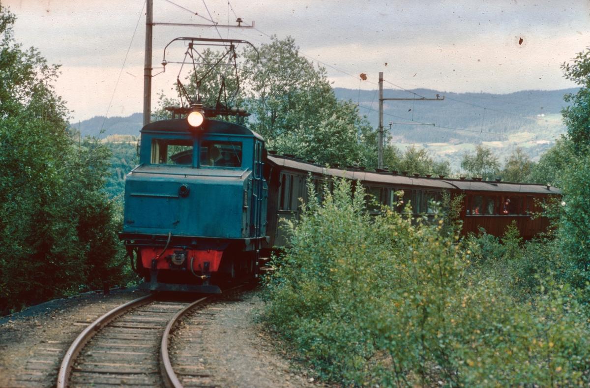 Persontog fra Svorkmo til Løkken på den nye museumsjernbanen. Salvesen og Thams lokomotiv nr. 5.