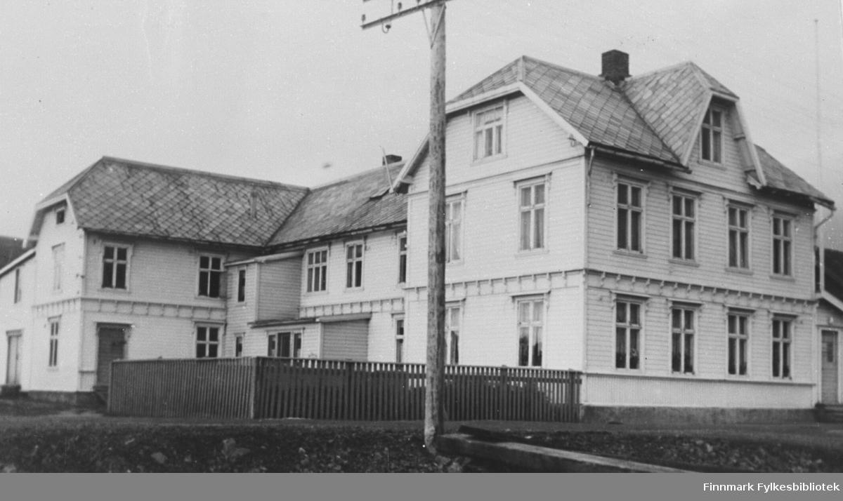 Abrahamsen-gården i Kiberg 1965.