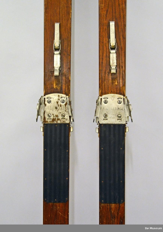Merket med A og B. Brukt av Hans Kleppen under OL i Lake Placid i 1932. Hovde-ski, Vikersund, Made in Norway