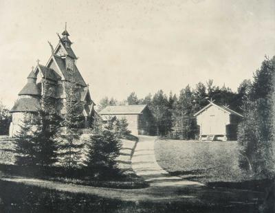 Stavkirkens plassering i Oscar IIs bygningssamling på Bygdøy