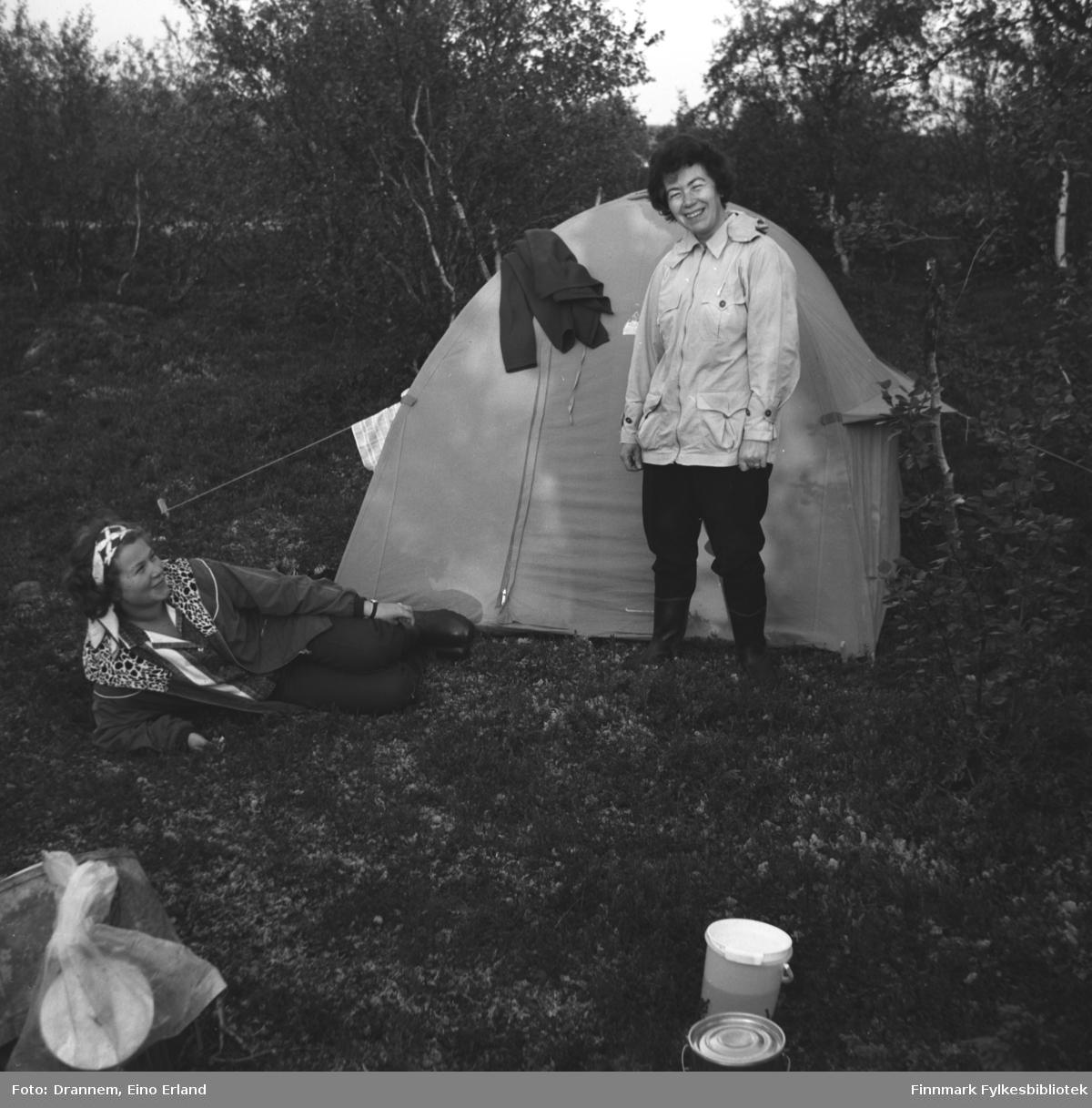 Truid Karikoski og Jenny Drannem på telttur. Stedet er ukjent, men kan være Neiden.