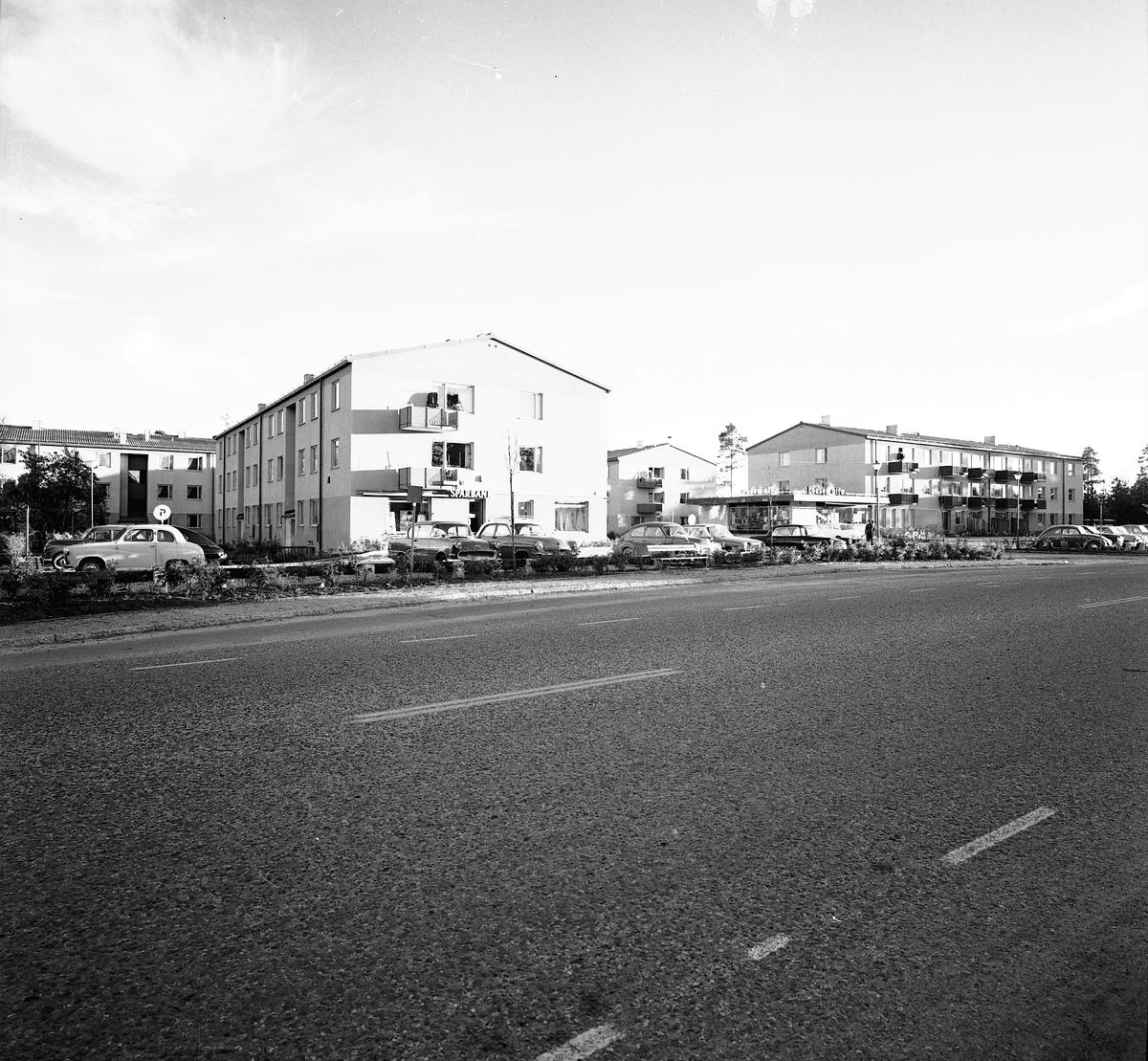 Valbo Centrum med Sparbank och Lisas garnbod i hörnet, Konsum Alfa.